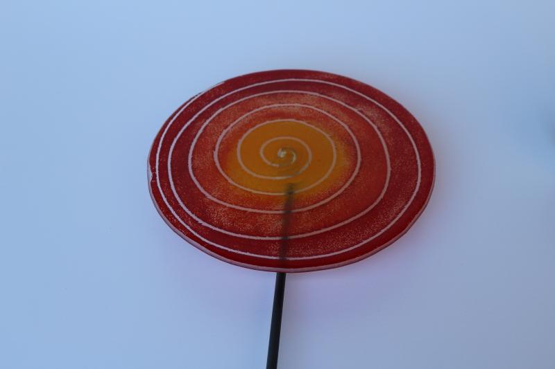 Lolli in rot, Fusingglas, mit Metallstab 8mm, für Außenbereich