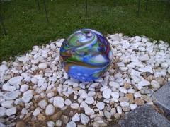 Bodenkugel mit kurzem Metallstab, in blau, Ø ca. 25cm